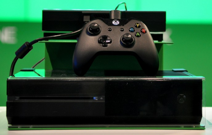 Xbox_One_console_and_controller_at_Gamescom_2013